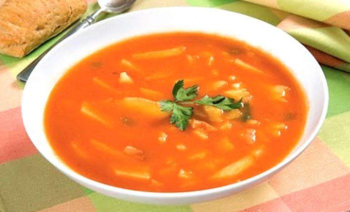 Sopa de tomates con papas
