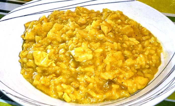 Arroz con curry a la piña