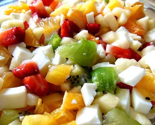 Ensalada de frutas y queso fresco
