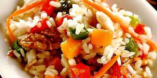 Ensalada fría de arroz con vegetales