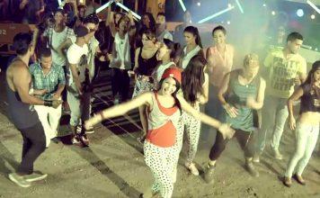 """El sencillo """"Hay que echar pa'lante"""" de la autoría de Osmani Espinoza y es interpretado por la ex-vocalista de Anacaona conocida por Sheena."""