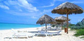 En la costa norte del Occidente de Cuba, exactamente en la provincia Villa Clara, se encuentra ubicado el Cayo Santa María que es una excelente opción de mar y naturaleza para los turistas que visitan la isla. Esta pequeña porción de tierra hermosa tiene una distancia aproximada de 16 kilómetros de largo.