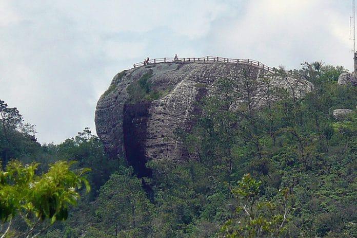 La Gran Piedra es una enorme roca de brecha volcánica, de 51 metros de largo y de 25 a 30 metros de ancho, con un peso calculado de 63 000 toneladas se encuentra en la cima de una montaña a 1 225 metros de altura sobre el nivel del mar. Mirador natural desde donde se observa la Sierra Maestra.